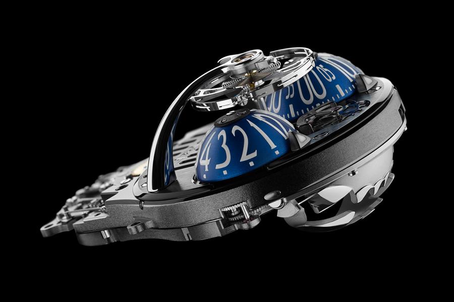 genauer hinschauen MB & F HM10 Bulldog Uhr
