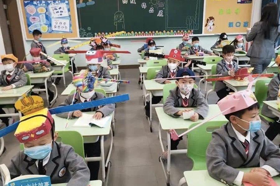 Wohlfühlfreitag - Social Distancing Hats für chinesische Kinder