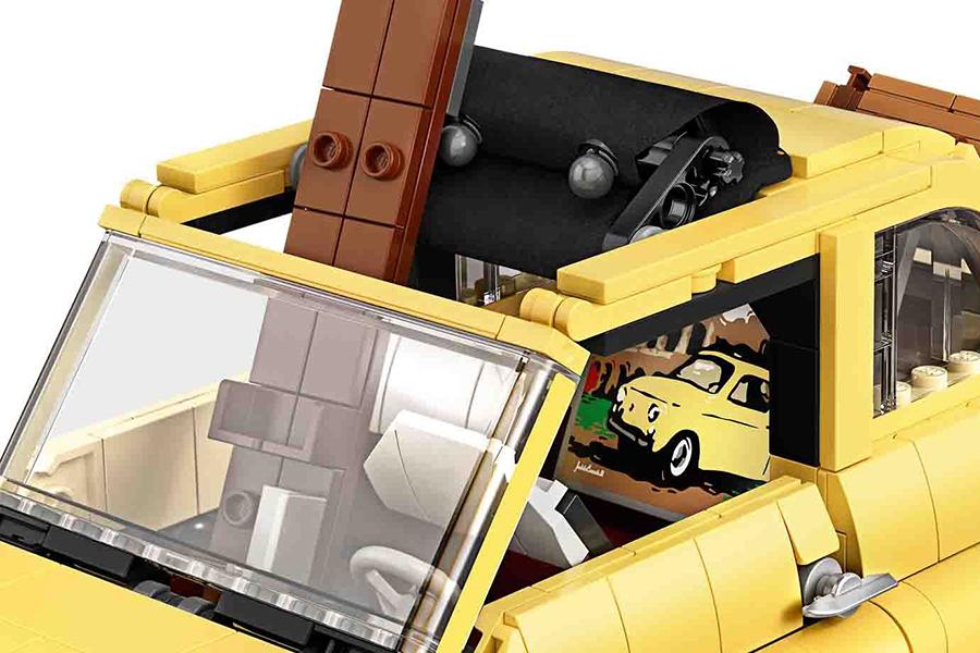 Das Fenster des Lego Fiat 500 ist oben offen