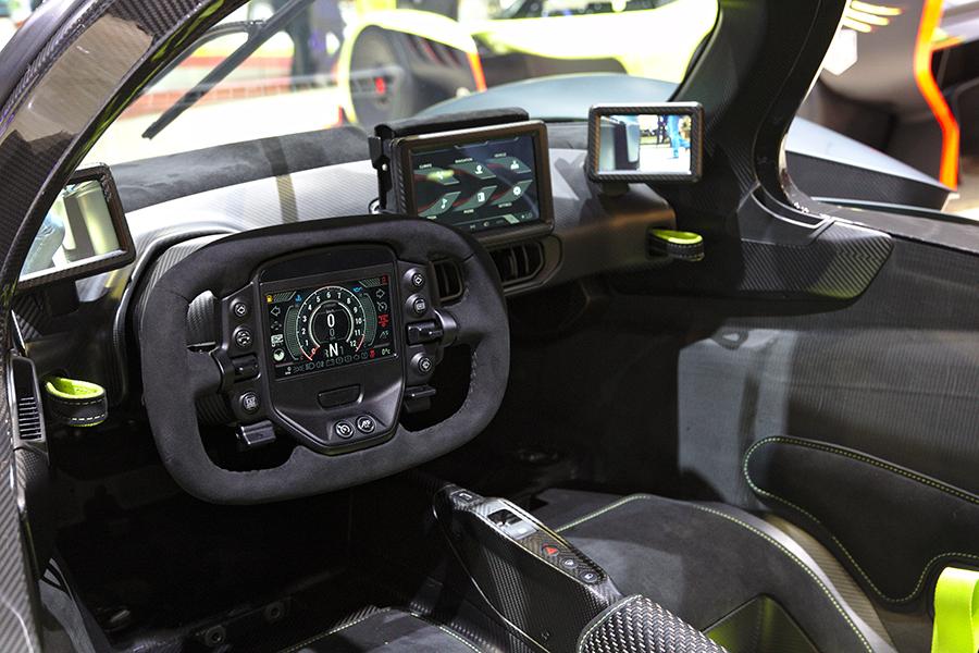 Aston Martin Valkyrie Armaturenbrett und Lenkrad