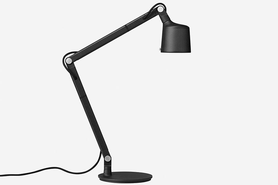 Vipp bietet eine Schreibtischlampe von beeindruckender Qualität