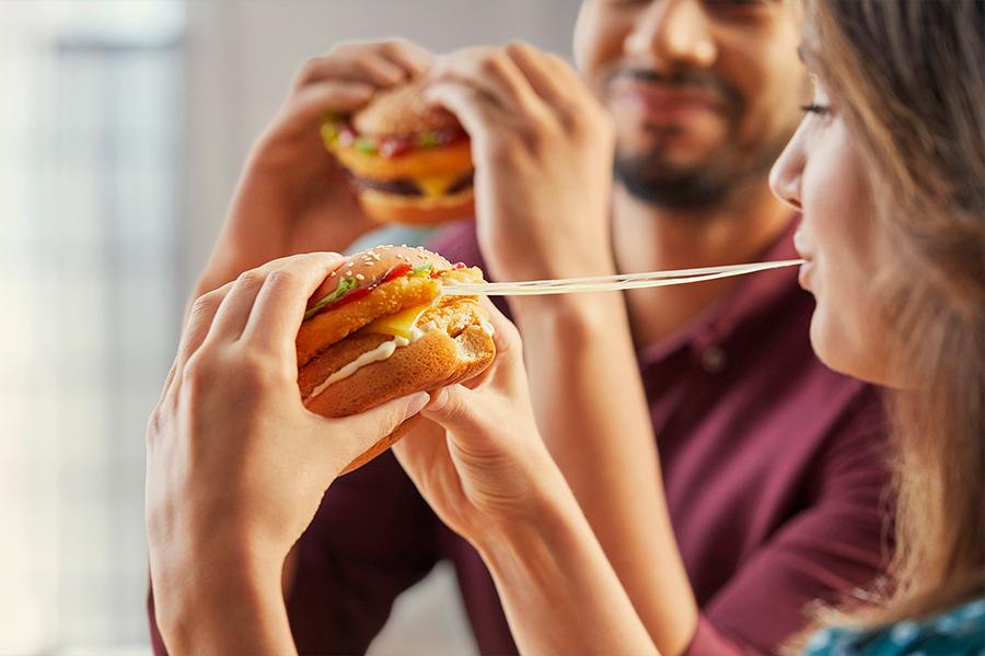 Maccas Mozzarella-Sticks sind mit zwei brandneuen Burgern zurück