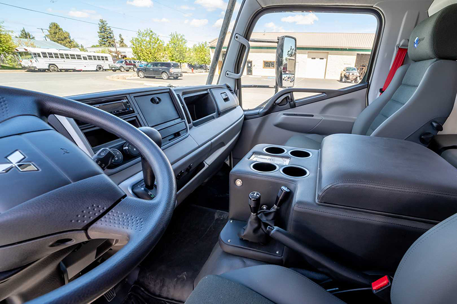Dule Cab Adventure Earth Cruisers Armaturenbrett und Lenkrad