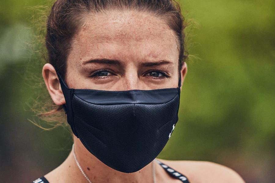 wie man Underarmour Gesichtsmaske trägt