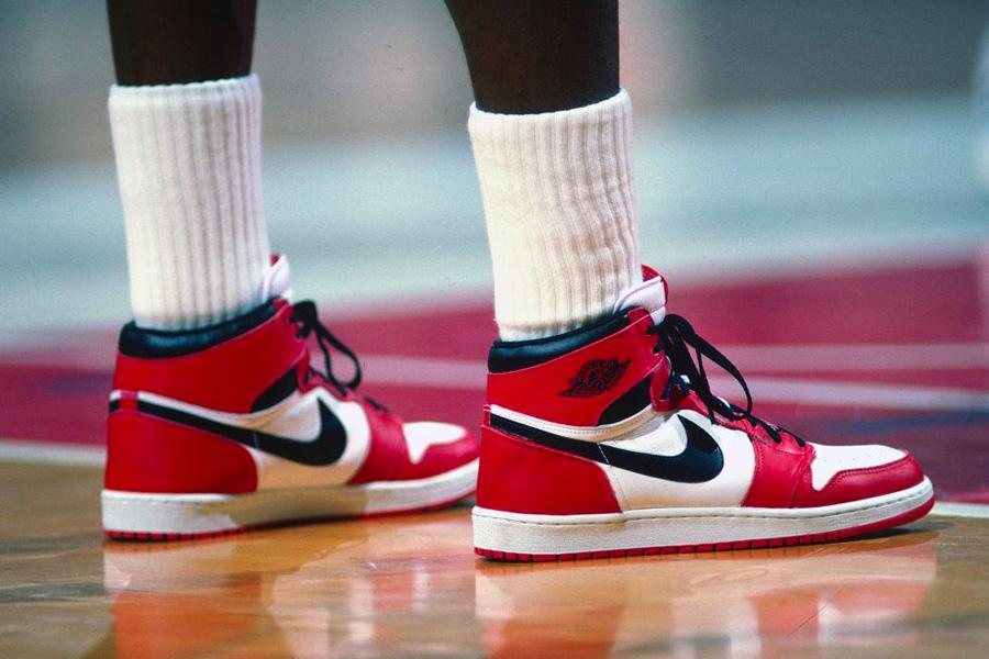 Gewinne ein extrem seltenes Paar Air Jordan 1s und einen Anteil an Nike