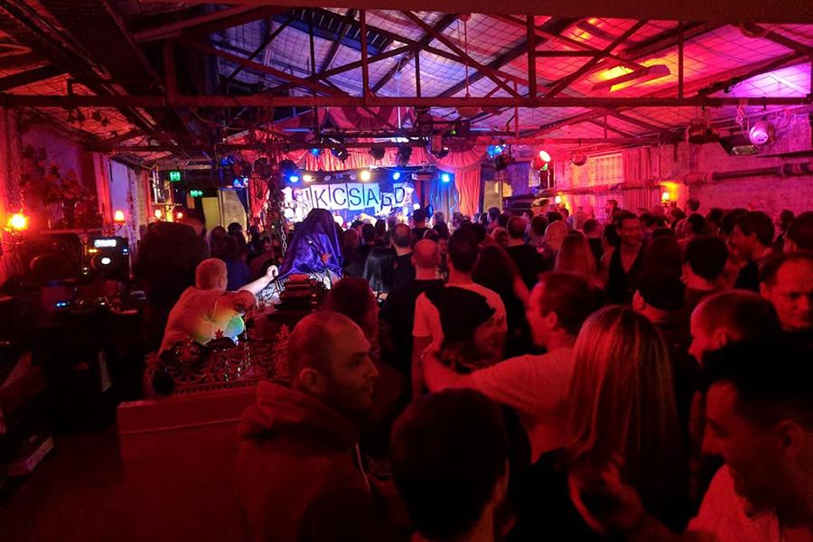 36 besten Veranstaltungsorte für Live-Musik in Sydney - The Red Rattler