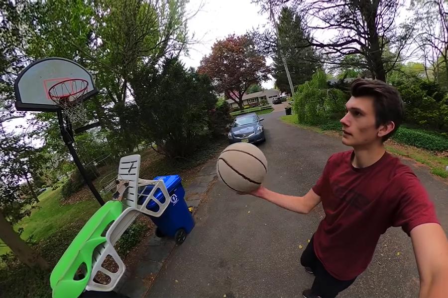 Guy erschafft eine verrückte 70-Stufen-Basketball-Swish-Maschine