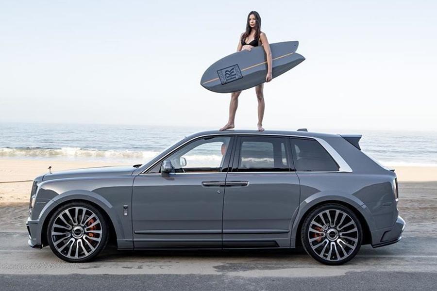 Rolls-Royce Cullinan Surf Edition Modell an der Spitze des Fahrzeugs
