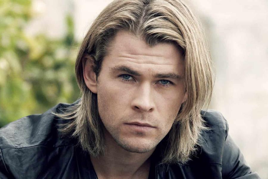 beste Männerhaarschnitte - gescheiteltes langes Haar