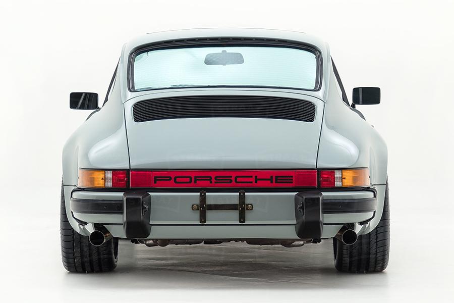 Kundenspezifischer Porsche 911 von Straat Rückansicht