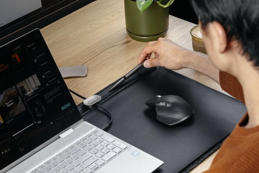 Optimieren Sie das Home Office mit einer Orbitkey-Schreibtischmatte