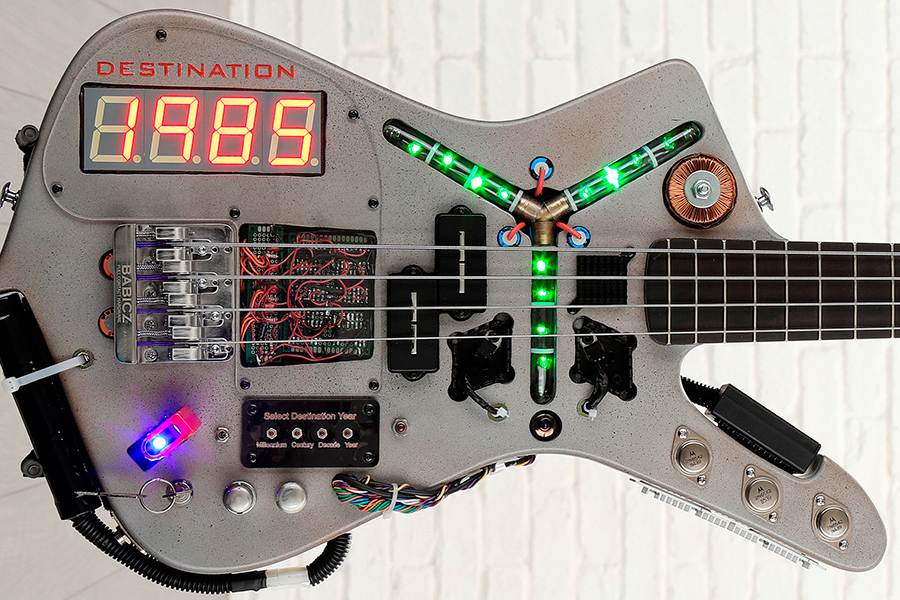Time Machine Bass Von Back to the Future Body