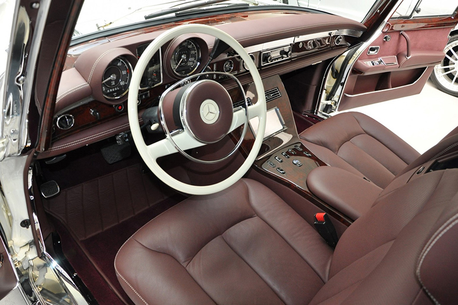 1975 Mercedes-Benz 600 Pullman Maybach Restomod Lenkrad und Armaturenbrett