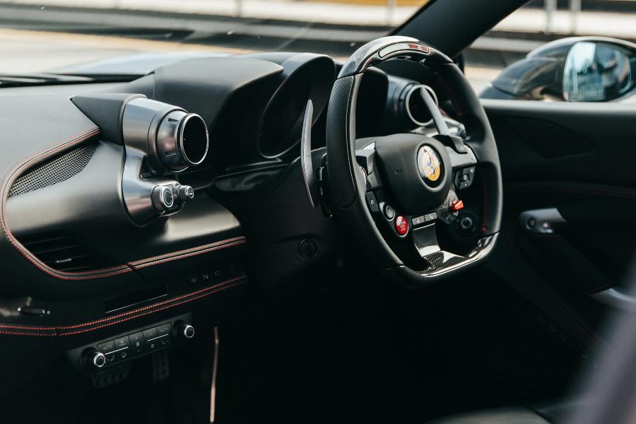 Ferrari F8 Tributo Armaturenbrett
