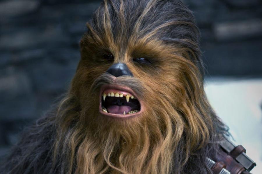 Mann Streiche Ex-Freundin, indem er öffentlich wird, um sie als Chewbacca zu bezeichnen