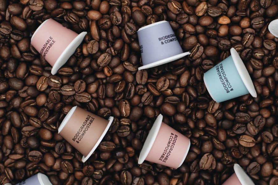 kompostierbare Kaffeepads mit Stativ