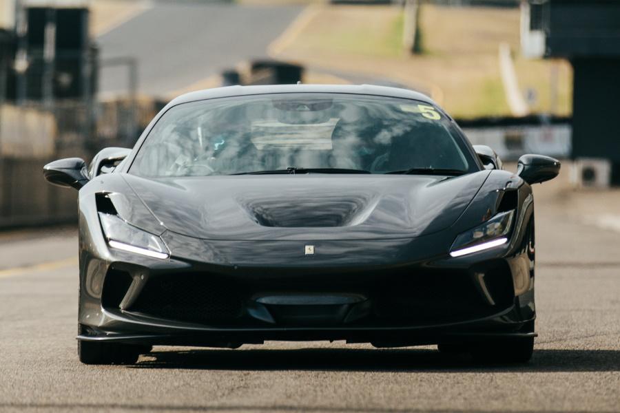 Ferrari F8 Tributo in schwarz