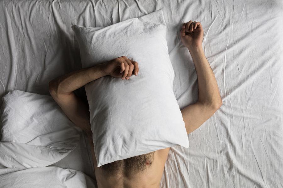 5 Überraschende gesundheitliche Vorteile des Nacktschlafens