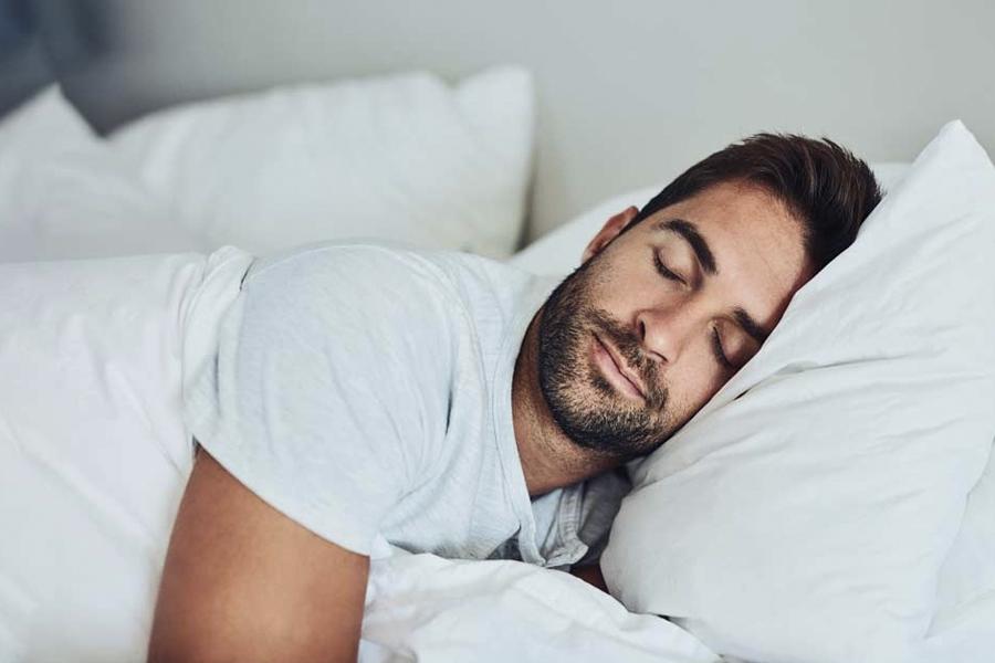 10 Lebensmittel, die Ihnen helfen, nachts besser zu schlafen