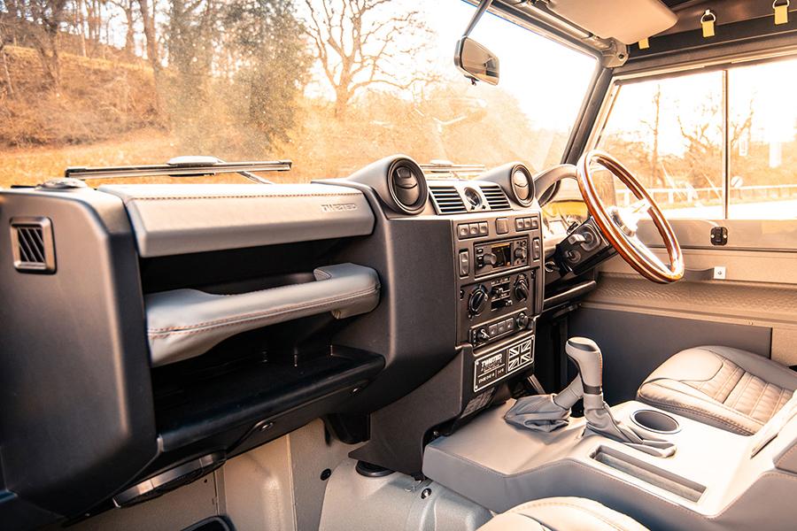 Twisted Auto V8 Defender Stage One Armaturenbrett und Lenkrad