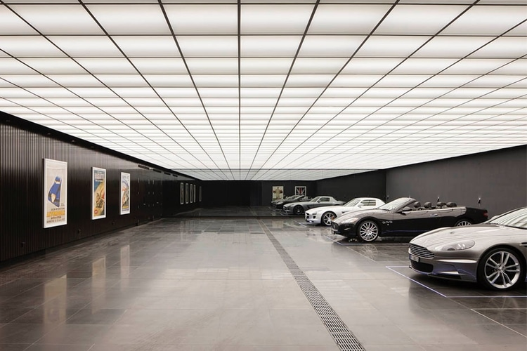 Epische Batman-Garage im Wayne Manor-Haus in Toorak Melbourne