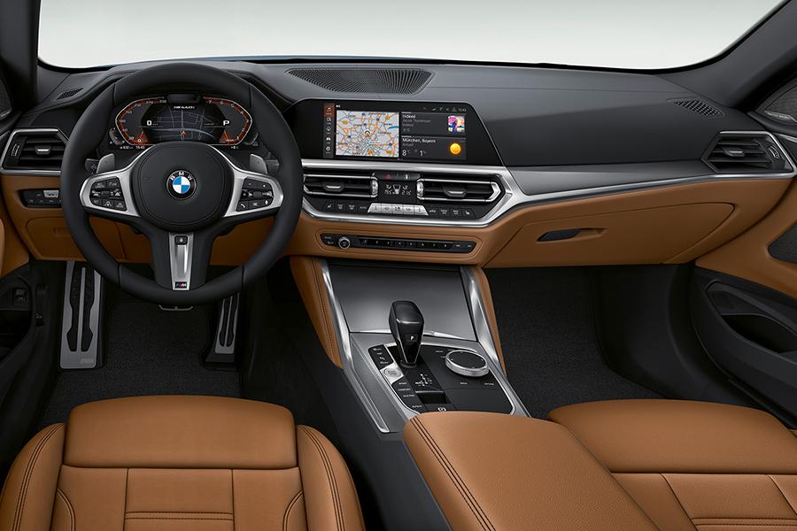 BMW 4er Coupé Armaturenbrett und Lenkrad
