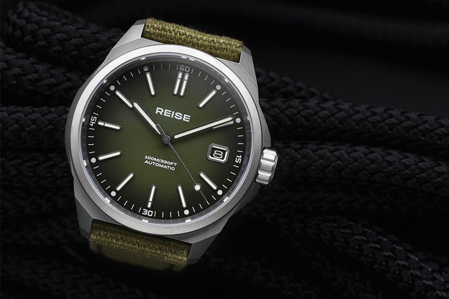 Diese robuste Titanium Field Watch ist ultraleicht und wahnsinnig langlebig