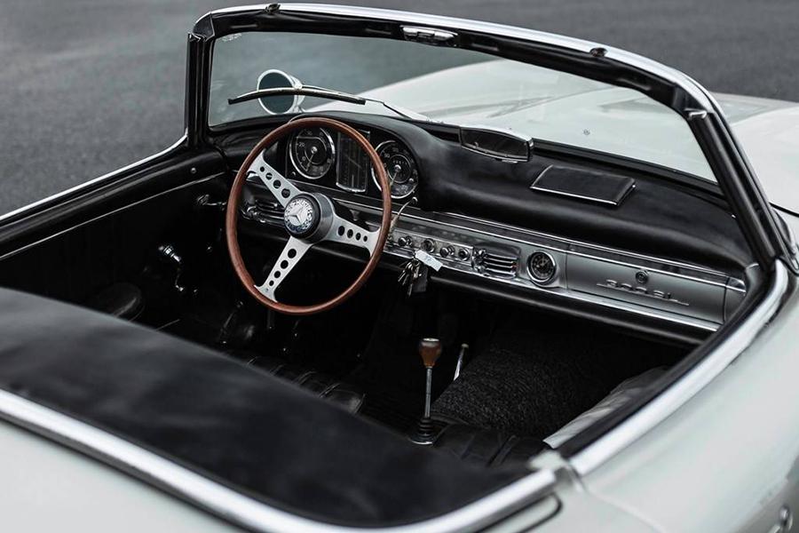 Mercedes Benz 3000 SL Roadster für Auktionsarmaturenbrett und Lenkrad