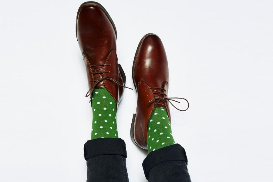 Erziele ein passendes Paar Fredrick Harolds Dads & Lads Socken und rette den Planeten