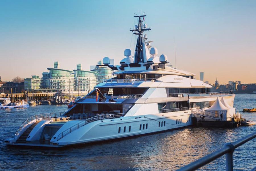 Die 109 m lange Yacht von Oceanco kommt zum LEBEN