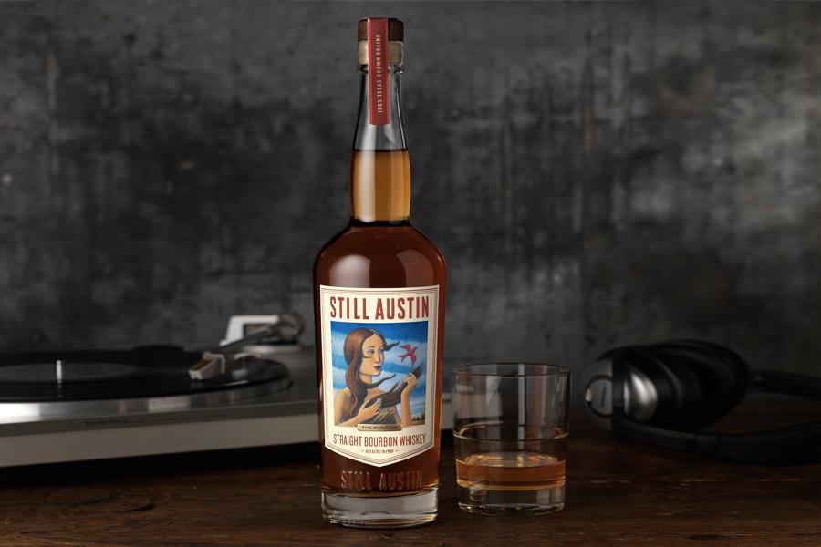 Trotzdem ist Austins Straight Bourbon Whisky ein Homegrown Home Run