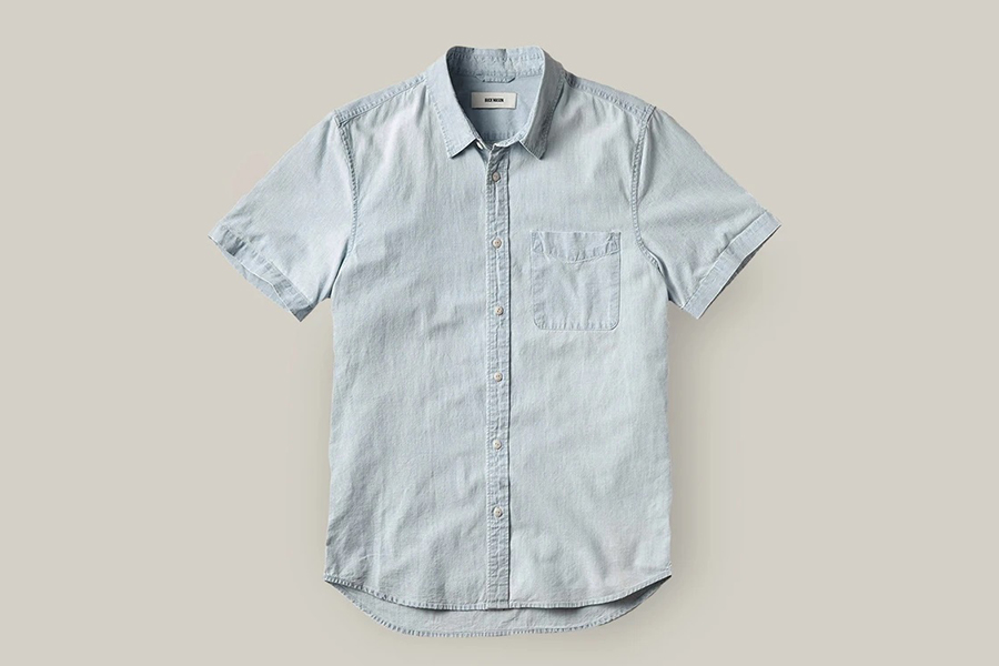 Das neue Light Denim Wash Line Shirt von Buck Mason
