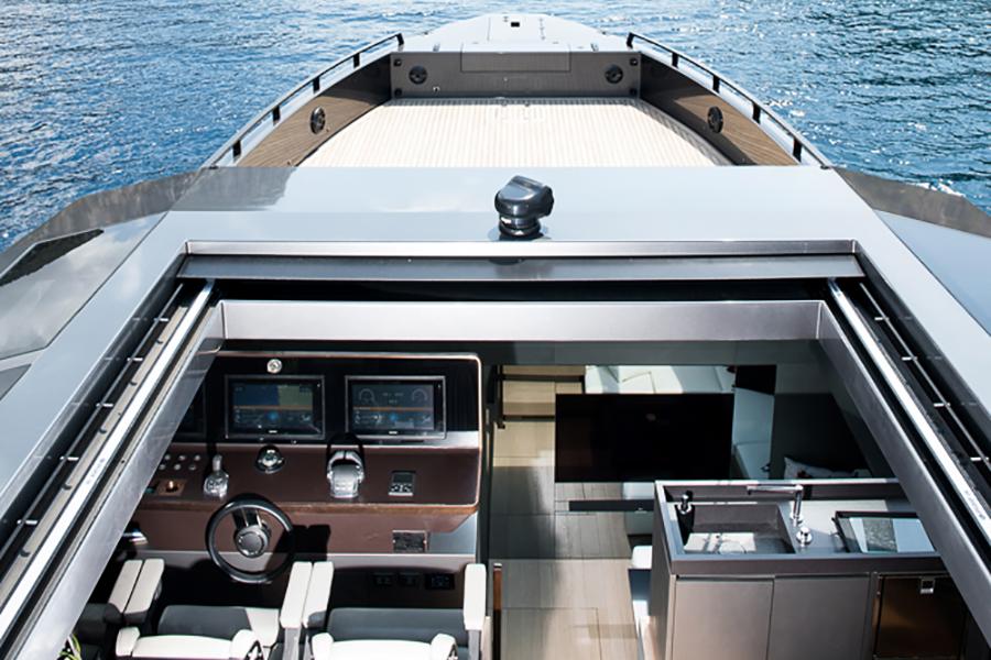 Mazu 82 Superyacht Dashboard-Ansicht