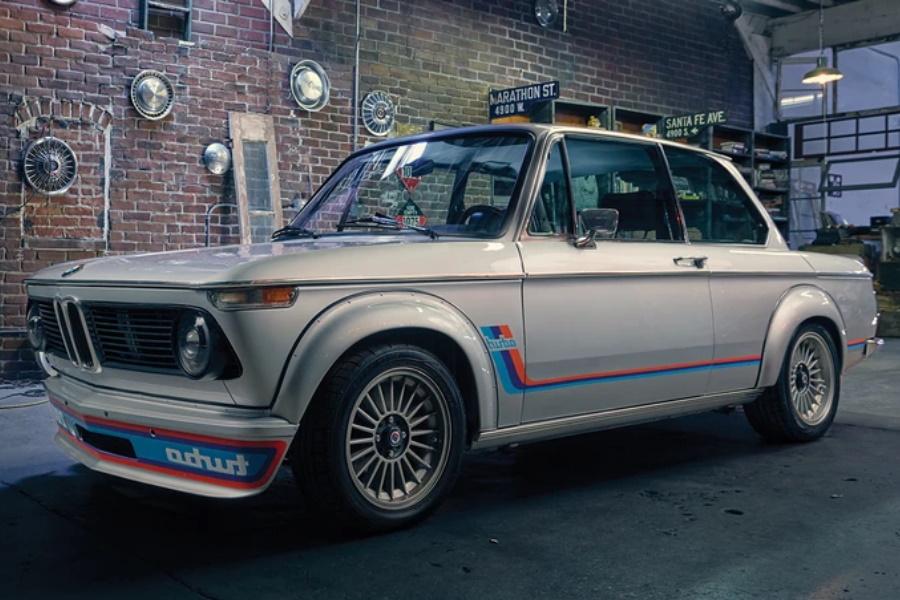 Gewinnen Sie einen BMW 2002 Turbo von 1974 und $ 20.000 in bar!