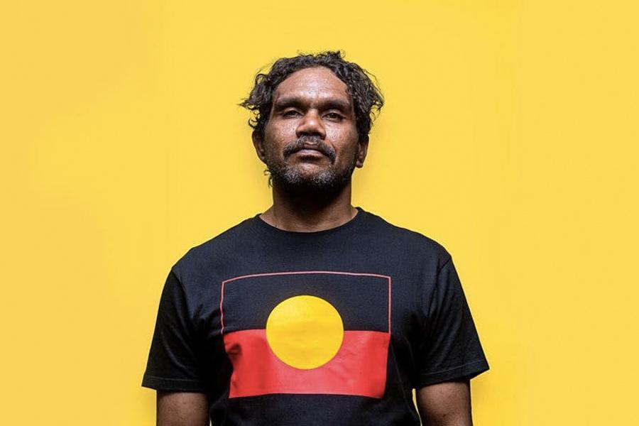 Vincent Namatjira wird der erste indigene Künstler, der den Archibald-Preis gewinnt