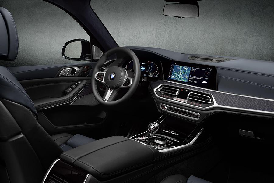 BMW X7 Dark Shadow Armaturenbrett