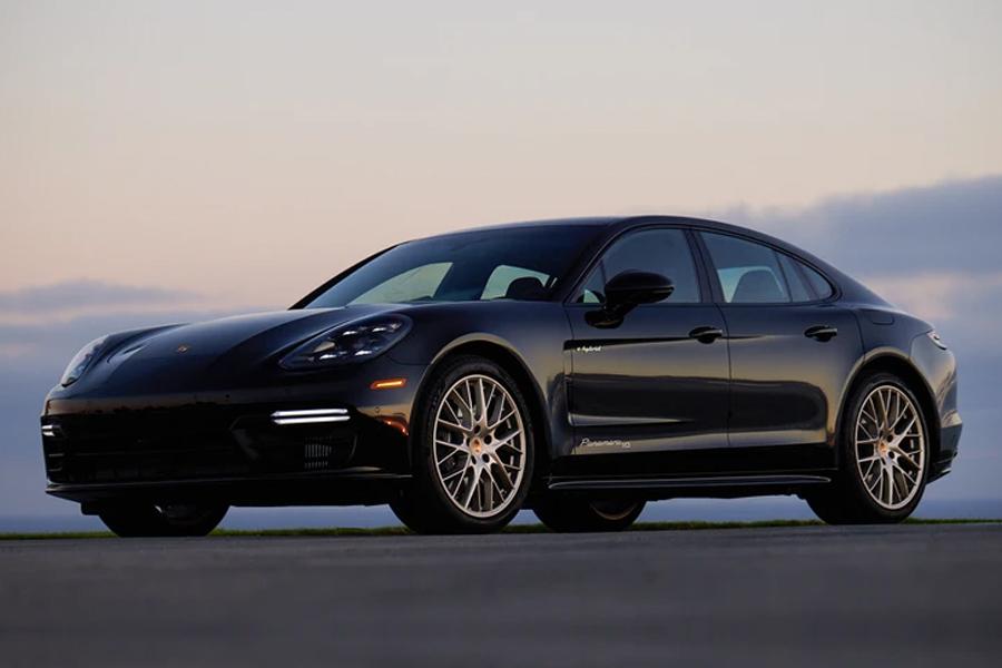Gewinnen Sie einen Porsche Panamera 4 E-Hybrid 2020 und 20.000 US-Dollar