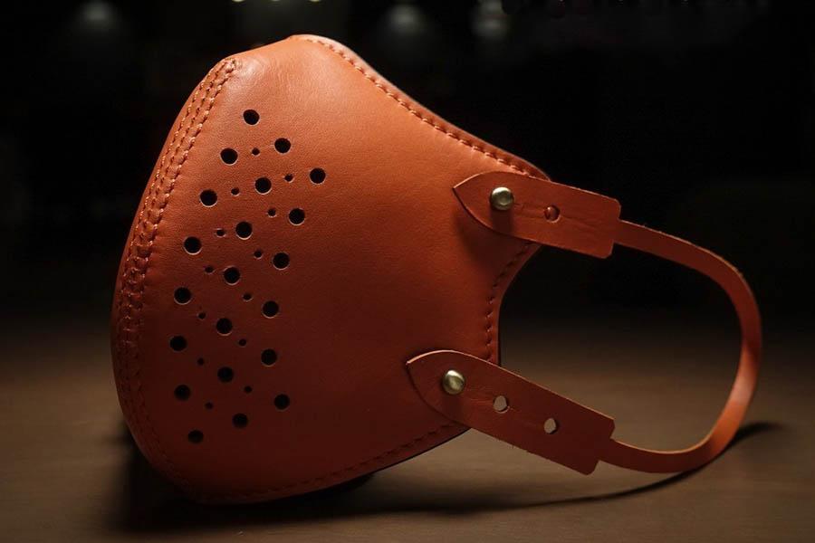 Fino Leatherware führt eine Premium Leather Face Mask ein