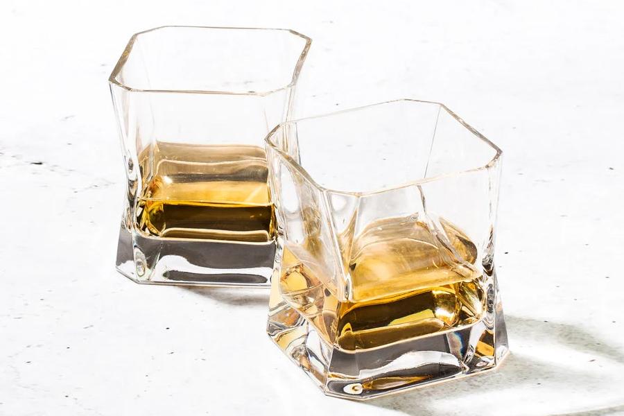 Sie können jetzt Whisky aus den berühmten Blade Runner-Gläsern trinken