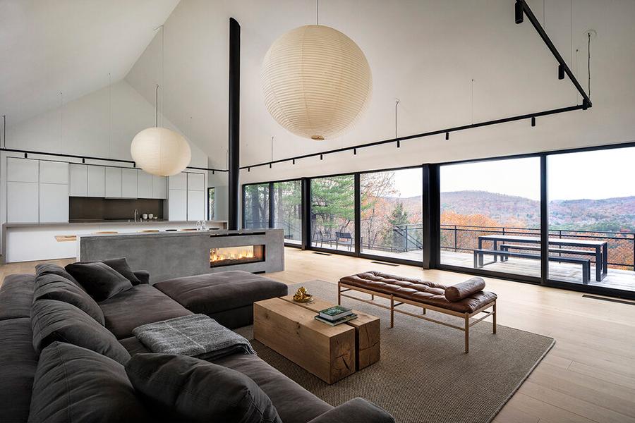 Desaichia Ledge House Lounge mit Fensterglas