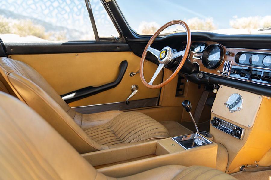 Dieser 1966er Ferrari ist das teuerste Auto, das jemals online verkauft wurde. Armaturenbrett und Lenkrad