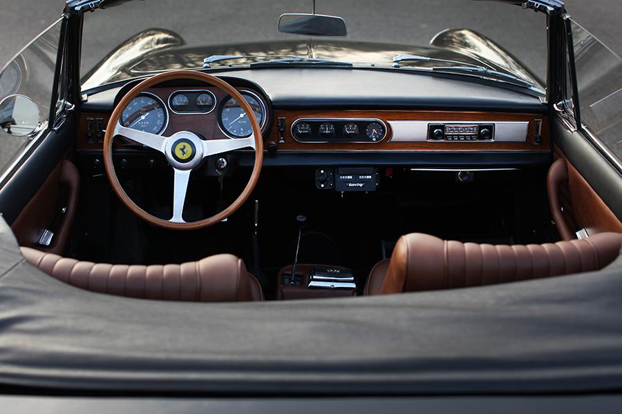 1966 Ferrari 275 GTS Armaturenbrett und Lenkrad