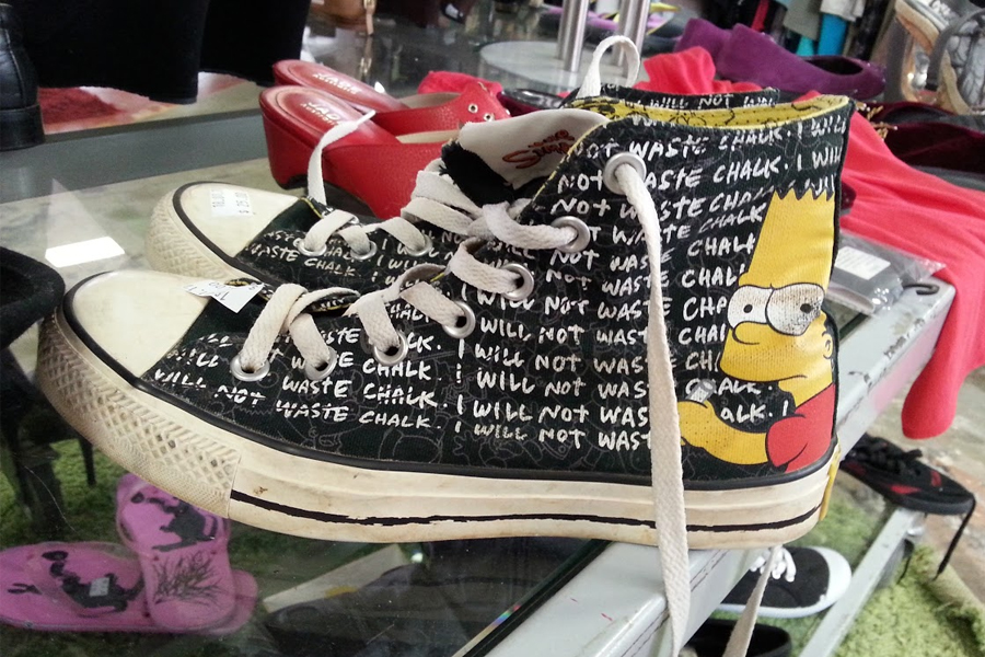 Converse Sneakers mit Bart Simpson Illustration