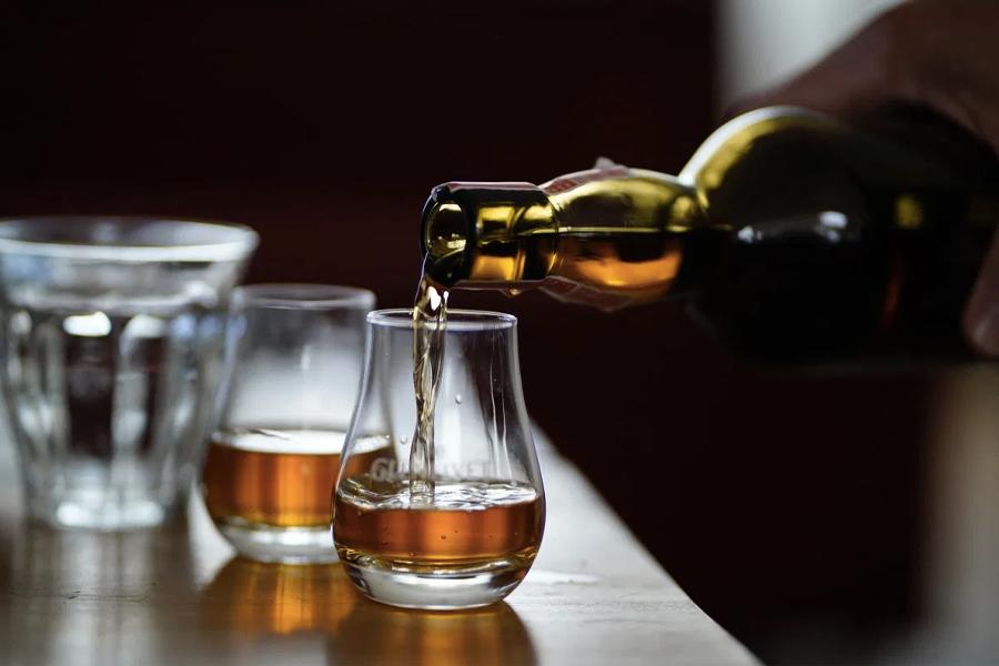 Besorgt, dass Ihr Whisky gefälscht ist? Dafür gibt es einen tatsächlichen Test