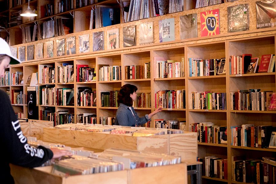 Der Vinil Store von Searchers Records & Books