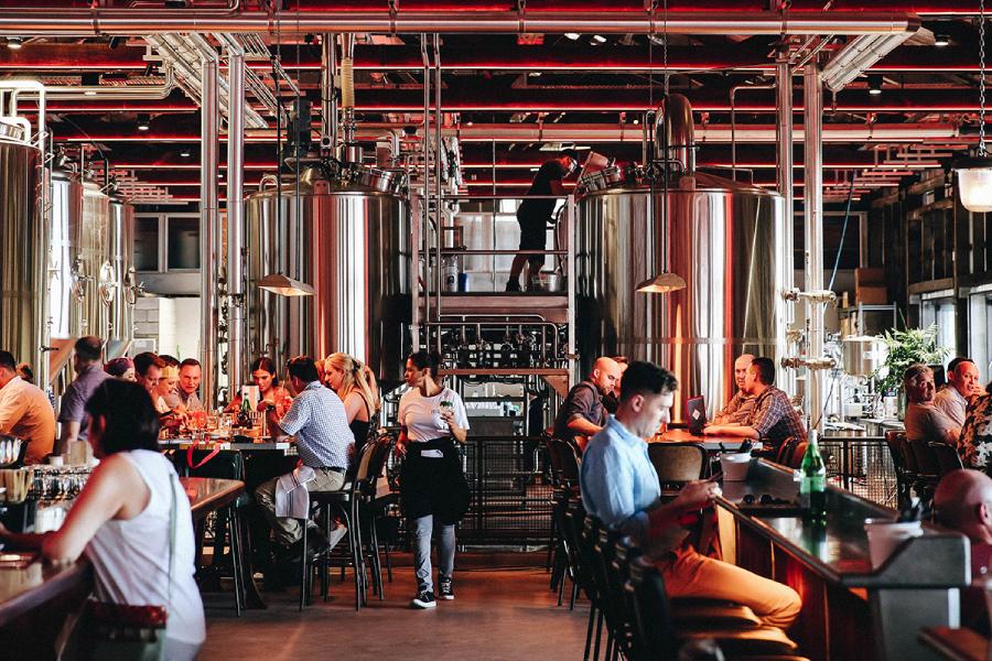 Felons Brewing Co eröffnet in Brisbane eine riesige Fassbierhalle im deutschen Stil