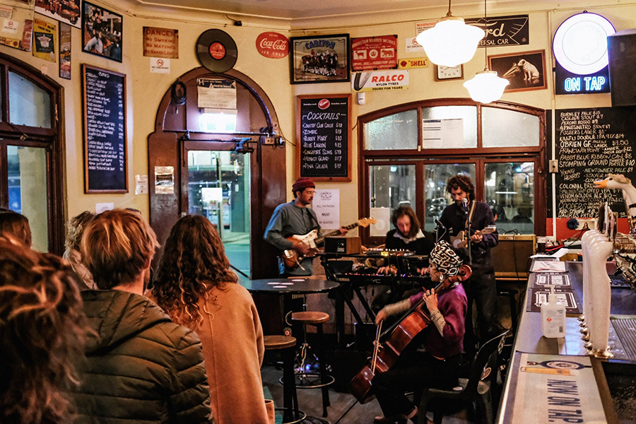 Die Crown and Anchor Pubs in Adelaide