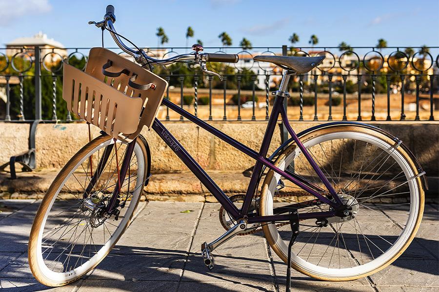 SIEG! Ein schwedisches Fahrrad aus recycelten Nespresso-Kapseln im Wert von über 2.000 US-Dollar!