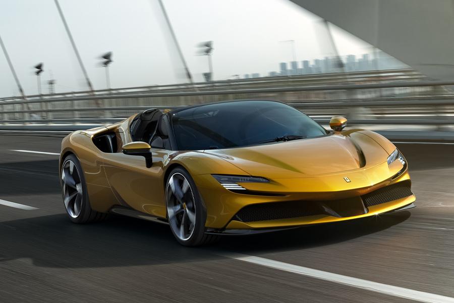 Ferrari enthüllt ersten Plug-In Hybrid Cabrio Spider