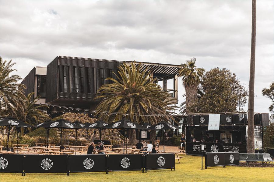In Melbourne wurde ein riesiger White Claw Seltzer Garden eröffnet